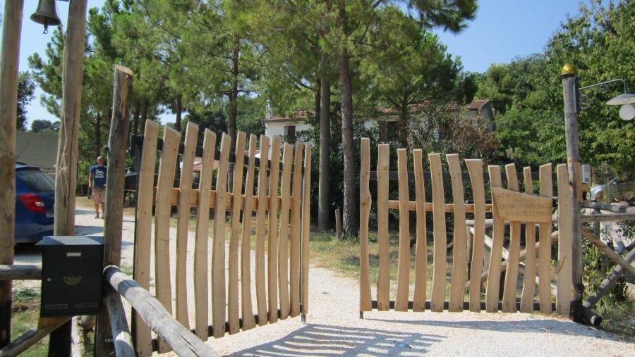 Papa cesare al servizio del tuo giardino for Cancelli di legno per giardino