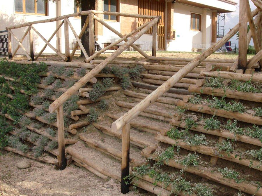 Papa cesare al servizio del tuo giardino for Arredo giardino in legno